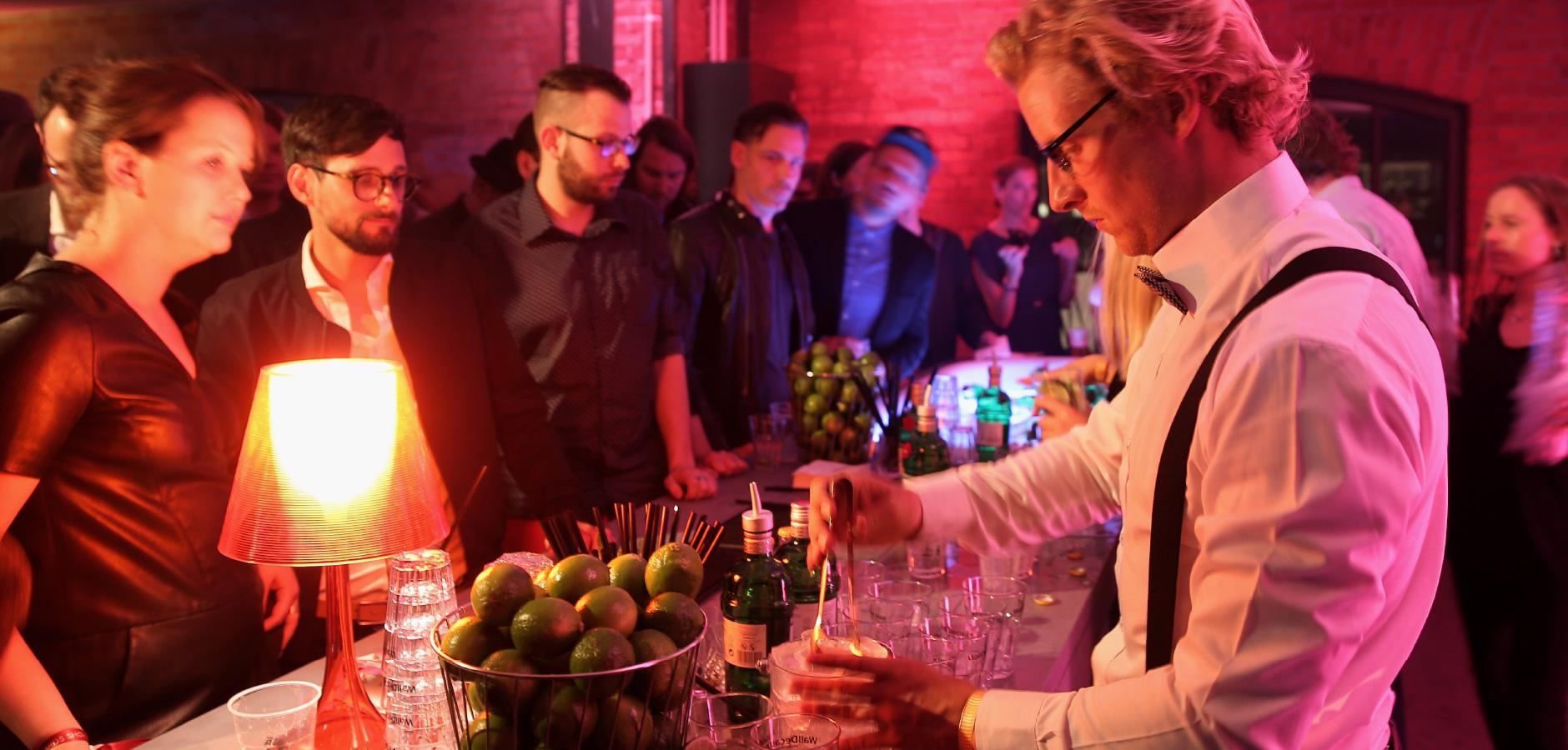 WallDecaux - Gin Tonic Bar bei der ADC Awards Show Party